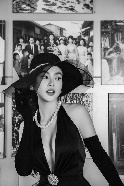 Julia Hồ tên thật là Hồ Thúy Anh. Cô đăng quang Hoa hậu Người Việt hoàn cầu năm 2012 khi đang là du học sinh ở San Francisco, Mỹ. Hiện Julia Hồ là mẹ đơn thân. Cô về Việt Nam cách đây hai năm và hoạt động trong vai trò người mẫu, doanh nhân lĩnh vực thời trang.