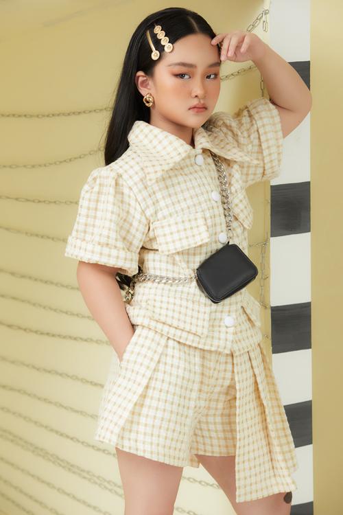 Cập nhật nhanh nhạy các xu hướng thời trang mới, nhà thiết kế Thanh Huỳnh giúp cho trang phục trẻ em luôn có được nét đồng điệu cùng những trào lưu mới.