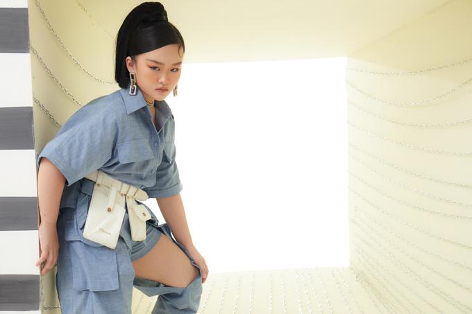 Bộ ảnh được thực hiện với sự hỗ trợ của nhiếp ảnh Hoàng Phúc, stylist Huy Nguyễm, trang phục Thanh Huỳnh, trang điểm Nguyễn Chánh Tính.