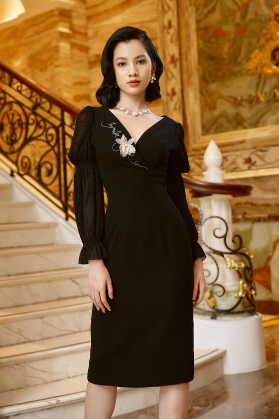 Trang phục gam đen tôn làn da trắng, vóc dáng mảnh mai của Cẩm Đan.