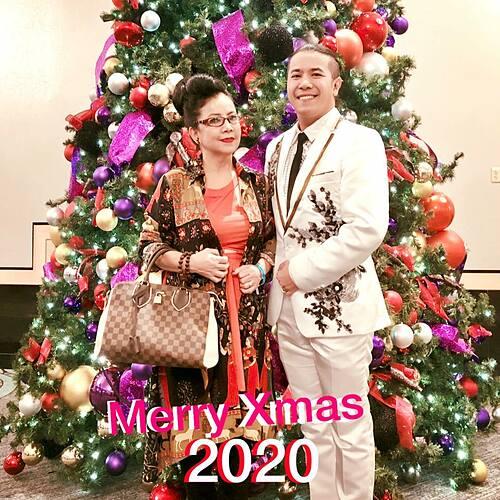 Kasim Hoàng Vũ và mẹ chúc mọi người Giáng sinh an lành, hạnh phúc.