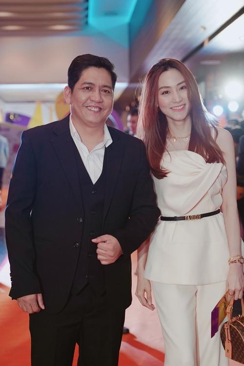 Diễn viên Ngân Khánh đến chúc mừng tác phẩm mới của đạo diễn Đức Thịnh ra rạp.