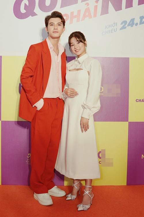 Cặp đôi diễn viên chính của phim Người cần quên phải nhớ - Trần Ngọc Vàng và Hoàng Yến Chibi.
