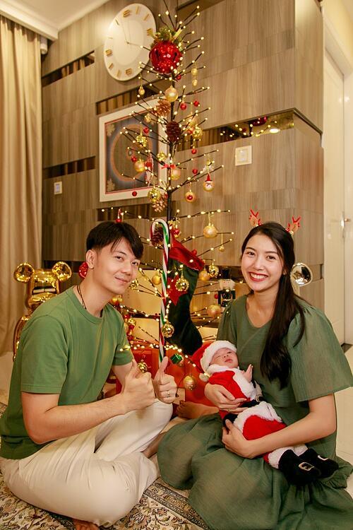 Không khí Giáng sinh của gia đình á hậu Thúy Vân.
