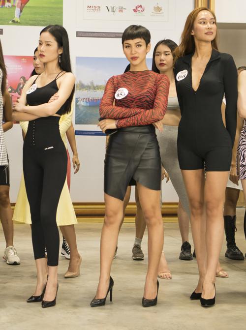 Những gương mặt đang gây sức hút tại cuộc thi Đại sứ hoàn mỹ do Hương Giang tổ chức cũng đến casting.