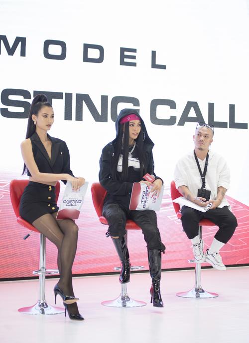 Chuẩn bị cho show diễn của nhà thiết kế Hà Nhật Tiến tại Vietnam International Fashion Festival, á hậu Mâu Thủy và người mẫu Cao Thiên Trang đặt ra nhiều tiêu chí khó để tìm kiếm người mẫu trình diễn.
