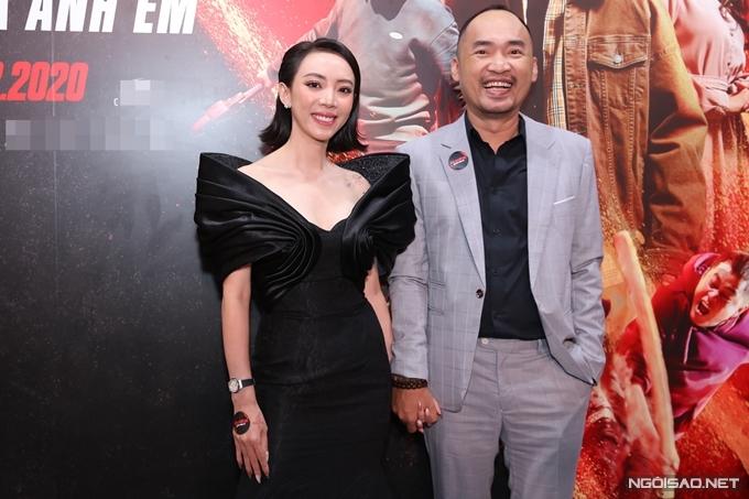 Vợ chồng Thu Trang và Tiến Luật - chủ nhân của buổi công chiếu phim. Sau chín tháng Chị Mười Ba: 3 ngày sinh tử bị hoãn chiếu vì Covid-19, cặp đôi hạnh phúc vì cuối cùng có thể mang dự án tâm huyết đến với khán giả.
