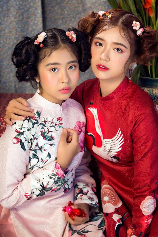 Dịp cuối năm Hồng Nhung được cậu ruột giúp thực hiện bộ ảnh mừng năm mới cùng đàn chị Sunni Hạ Linh.