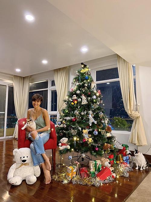 Căn hộ ngập không khí Giáng sinh của MC Phương Mai.