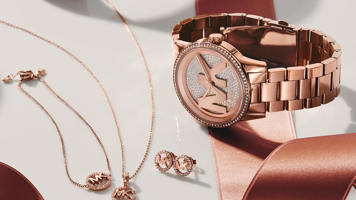 Với dragonflyapac.vn, người dùng có thể tìm kiếm dòng sản phẩm đồng hồ thời trang từ các thương hiệu danh tiếng.