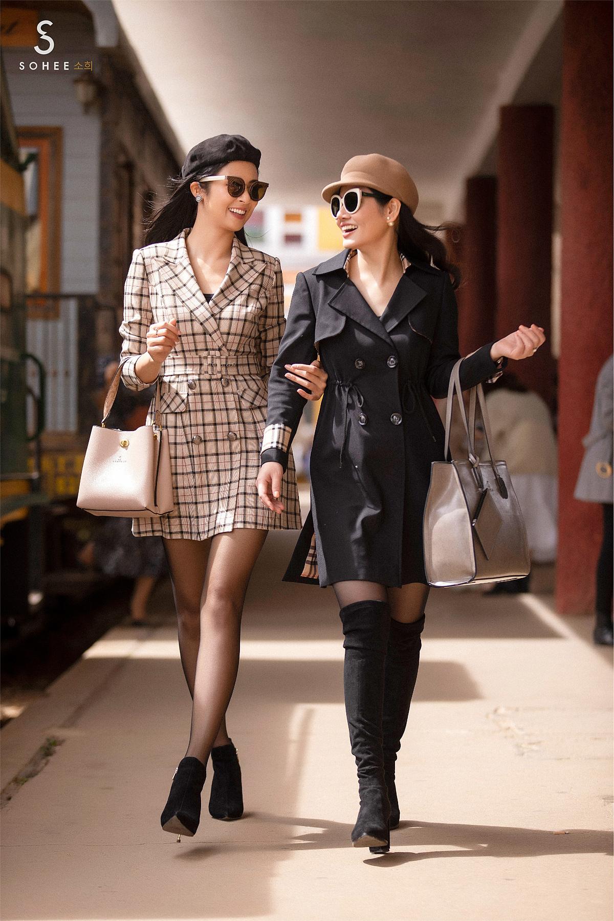 Sohee chắt lọc kiểu dáng của măng tô để đưa vào thiết kế váy, áo siết eo. Với những mẫu váy này, Ngọc Hân lựa chọn sự phóng khoáng với váy kẻ, còn doanh nhân Hà Bùi theo phong cách sang trọng với gam màu đen.