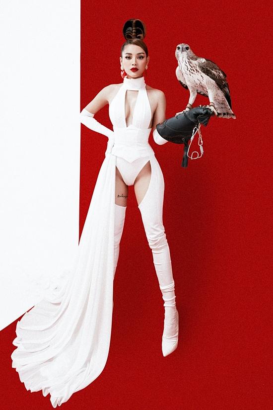 Phương Trinh Jolie cho biết: Ca khúc Khi nào anh ghé chơi nhạc sĩ Liêu Hưng đã sáng tác gần một năm. Thời gian qua, vì ảnh hưởng của dịch bệnh cũng như vướng lịch quay phim nhiều, tôi chưa có dịp ra mắt. Trong vòng hai tuần qua, tôi gấp rút lên kế hoạch thực hiện MV rồi bấm máy luôn.
