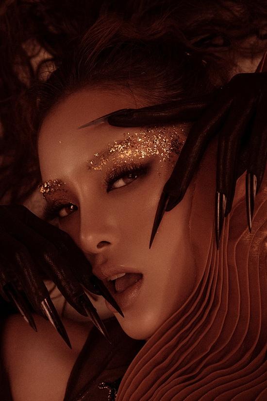 Sản phẩm lần này có sự bắt tay giữa Phương Trinh Jolie với rapper Mr. White và đạo diễn - diễn viên Lý Bình.