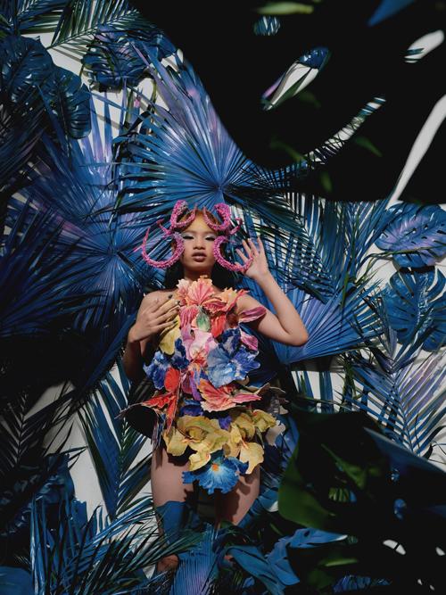 Bộ sưu tập này sẽ được giới thiệu tại Vietnam International Fashion Festival vào ngày 26/12 ở TP HCM.