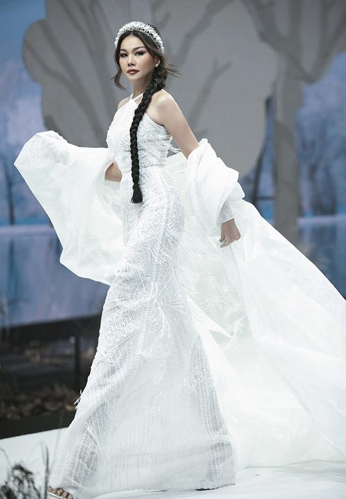 Bước vào mùa thu đông 2020, chị đại làng mẫu Việt tiếp tục náo loạt sàn diễn của nhiều tuần lễ thời trang uy tín trong nước.