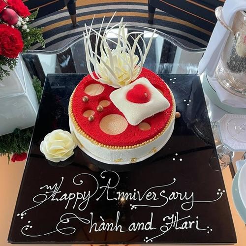 Bánh kem chúc mừng kỷ niệm ngày cưới của Trấn Thành - Hari Won.
