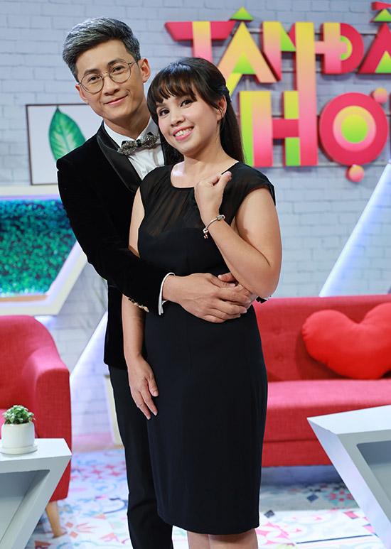 Ca sĩ Thiên Vương của nhóm MTV hiếm hoi xuất hiện bên bà xã. Vợ chồng anh bên nhau 9 năm, trải qua nhiều vui buồn, thử thách.