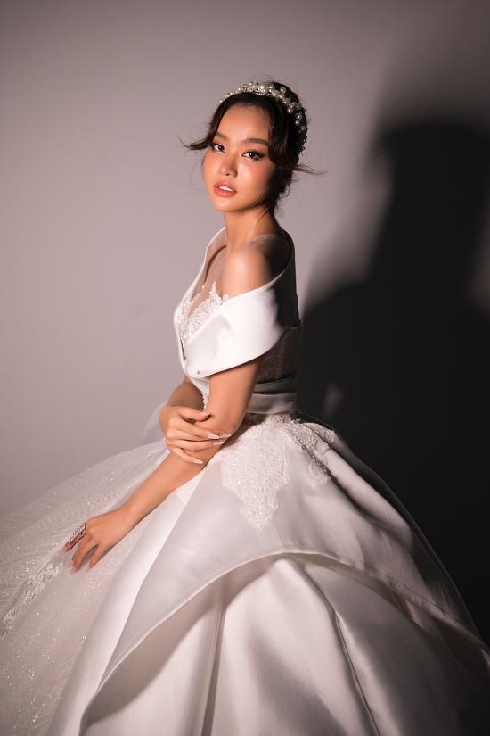 MC Kiều Ngân hiếm hoi trở lại vai trò người mẫu.