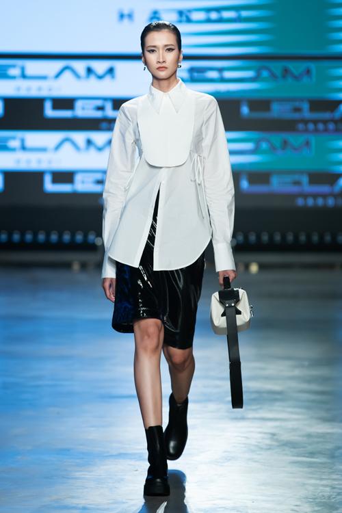 30 thiết kế đề cao tính ứng dụng bởi cách sử dụng tông màu đơn sắc, phom dáng trang phục hiện đại.