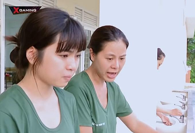 Đỗ Khánh Vân (trái) cho rằng mọi người đang đổ lỗi cho mình.