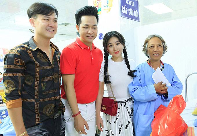 Vân Quang Long đi từ thiện cùng Quách Tuấn Du và hot girl Ivy tháng 8/2019.