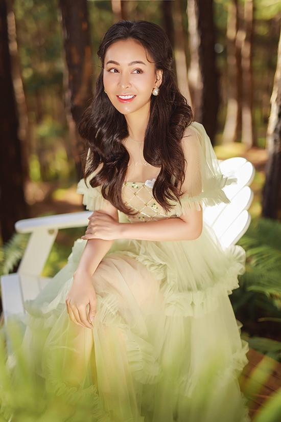 Nhiếp ảnh: Carrot Nguyen, trang điểm: Nguyễn Quốc Duy, làm tóc: Ty Híp.