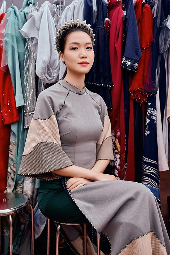 Thùy Dung đã định cư ở Mỹ nhưng cách đây vài tháng, cô về Việt Nam và thỉnh thoảng xuất hiện với vai trò người mẫu. Cô nhận lời làm vedette cho show diễn Câu chuyện của sóng của NTK Cao Minh Tiến trong khuôn khổ Festival Áo dài Quảng Ninh 2020 - Miền Di Sản tổ chức ở vịnh Bái Tử Long.