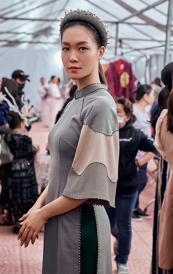Đăng quang đã 12 năm nhưng Hoa hậu Việt Nam 2008 vẫn giữ được nhan sắc cuốn hút, thân hình chuẩn người mẫu với chiều cao 1,8 m.