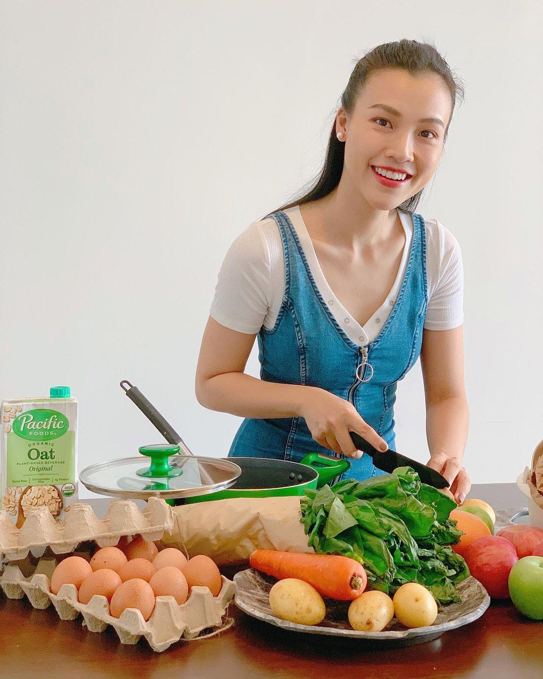 Hoàng Oanh chăm vào bếp hơn kể từ khi làm mẹ.