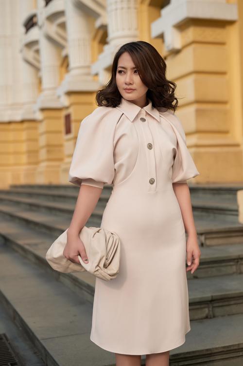 Lấy cảm hứng từ phong cách classic, mẫu váy tay bồng mang lại nét trang nhã vừa có thể sử dụng đi dạo phố, tham gia tiệc tùng đón chào năm mới.