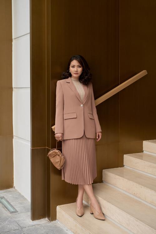 Trang phục màu trung tính dễ sử dụng và luôn có thể mạnh trong việc tôn nét trang nhã cho người sử dụng.