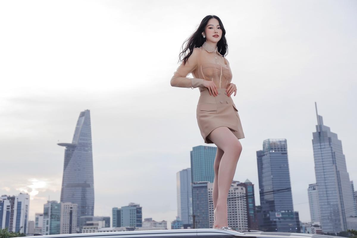 Hoa hậu Phương Khánh gợi ý váy áo dạo phố cuối năm - 2