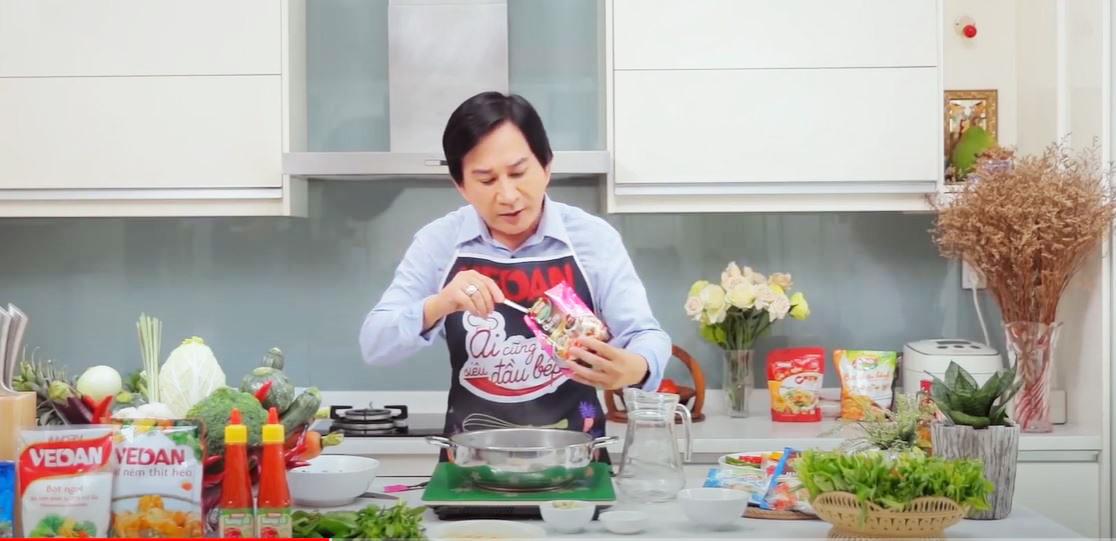Kim tử Long chiến thắng với món ruột là lẩu cá đuối măng chua cay và tempura rau củ.