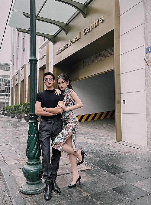 Diễn viên Bình An hài hước nói về bức ảnh bên bạn gái Phương Nga: iPhone thì anh có, mà có thêm ai đó thì anh không dám luôn nha.