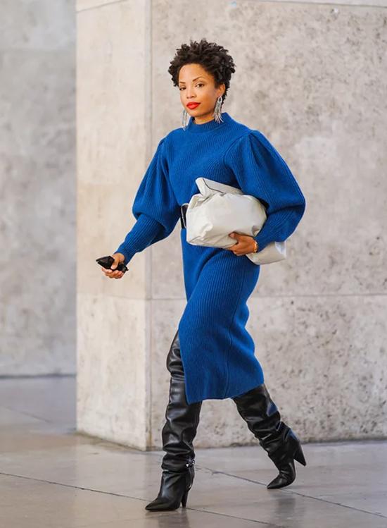 Túi hình gối  Còn được gọi thân mật là túi đám mây, nhưng có lẽ chính thức hơn được gọi là túi túi, xu hướng mũi nhọn của Bottega Veneta ngày càng trở nên tốt hơn.
