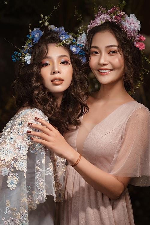 Cùng là nguồn cảm hứng từ hoa tươi nhưng mỗi phong cách trang điểm đem đến cho cô dâu một sắc thái khác nhau.