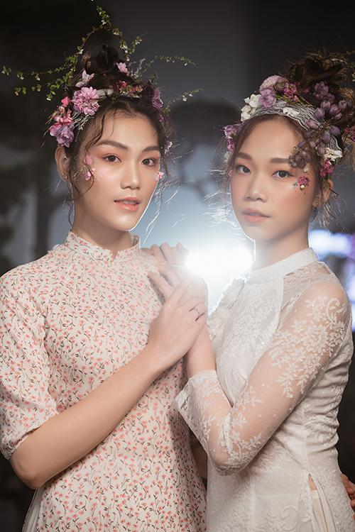 Tông màu hồng phớt (hồng pastel) vẫn chinh phục được các nàng dâu yêu phong cách nữ tính, ngọt ngào.