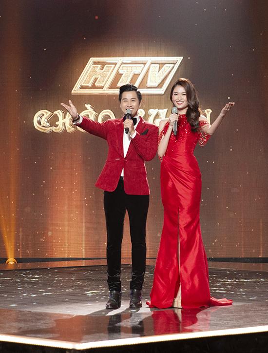 Thùy Dung và Nguyên Khang kết hợp ăn ý trên sân khấu, tạo ra không khí vui vẻ ở phần văn nghệ và lắng đọng ở phần tâm sự với các khách mời.