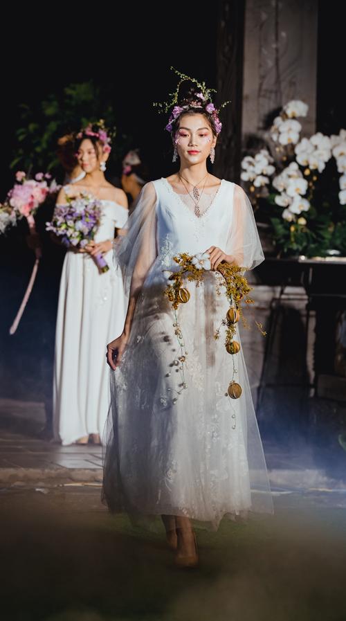 Một kiểu hoa cầm tay độc đáo dành cho nàng dâu cá tính.