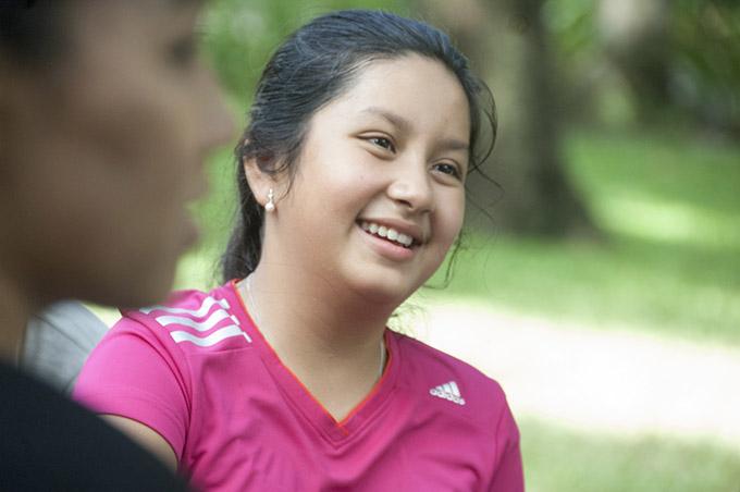 Bé Angelina Raja có ngoại hình đậm nét Ấn Độ với gương mặt bầu bĩnh, nụ cười hồn nhiên.