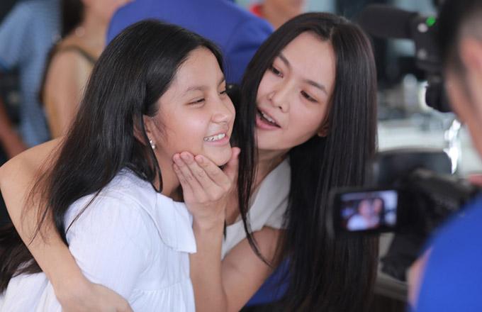 Nhóc tỳ được mẹ Anh Thư hướng dẫn diễn xuất, nuôi cảm xúc để hoá thân trọn vẹn vào nhân vật trong phim Sám hối.