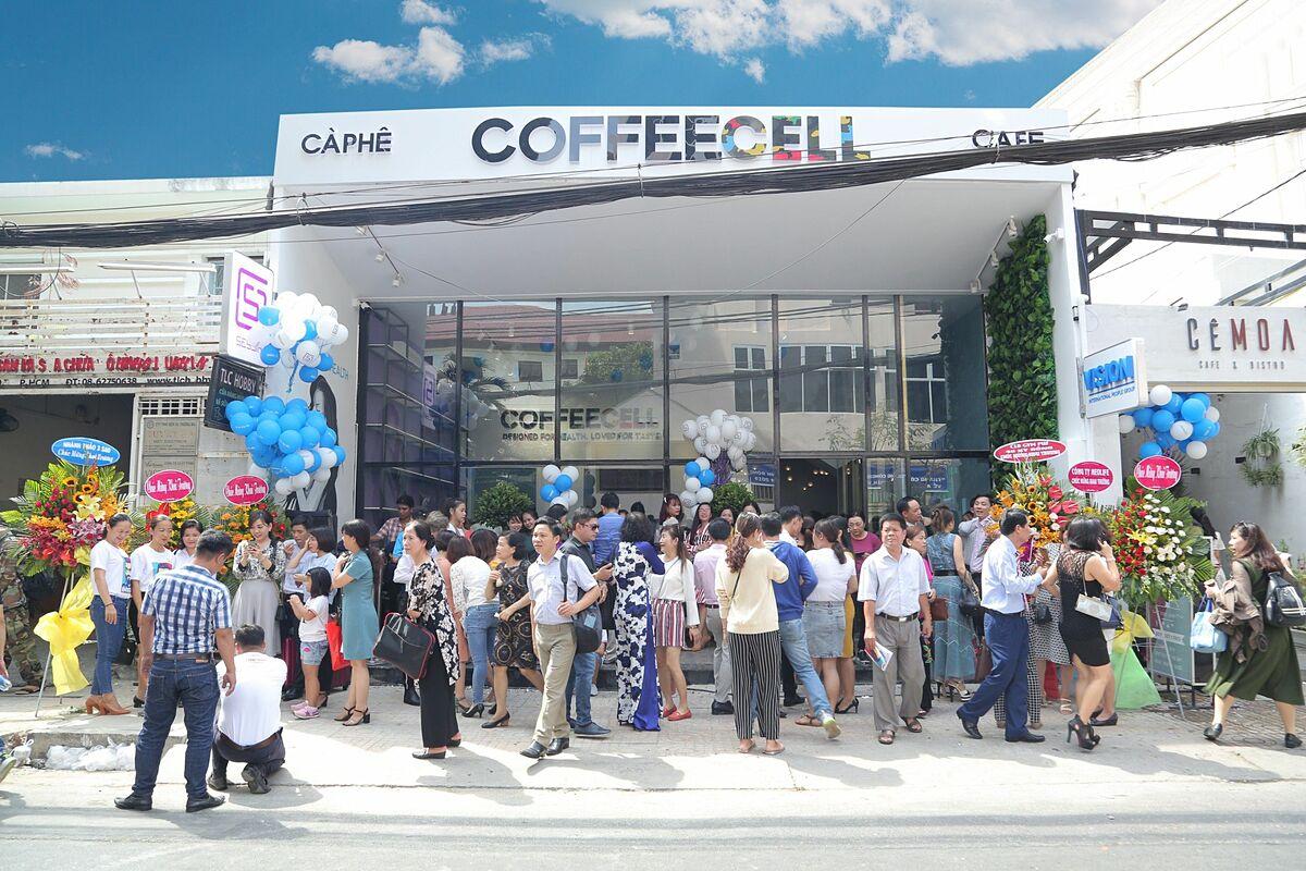 Cửa hàng cà phê CoffeeCell với thiết kế hiện đại.