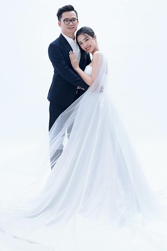 Á hậu Thúy An chụp ảnh cưới cùng chồng tiếng sĩ - 2