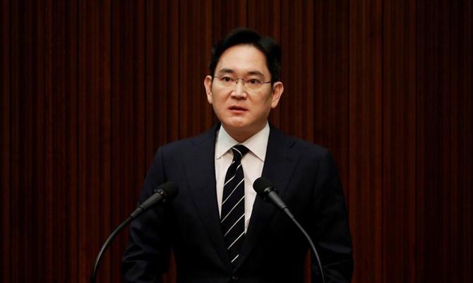 Ông Lee Jae-yong công khai xin lỗi công chúng và hứa không con con cái kế nghiệp trong sự kiện hồi tháng 5/2020. Ảnh: Reuters.