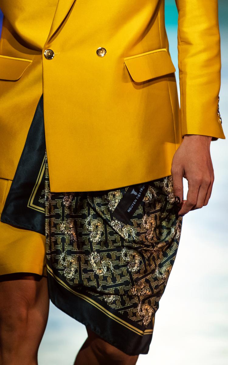 Chọn giải pháp móng fantasy trong bộ sưu tập Tropicana, chị Pang Mỹ Nguyên chia sẻ cảm giác hân hoan khi nhận ý tưởng thực hiện bộ sưu tập nail để hòa nhịp với tông màu xứ nhiệt đới trong bộ sưu tập thời trang của nhà thiết kế Nguyễn Tiến Truyển.
