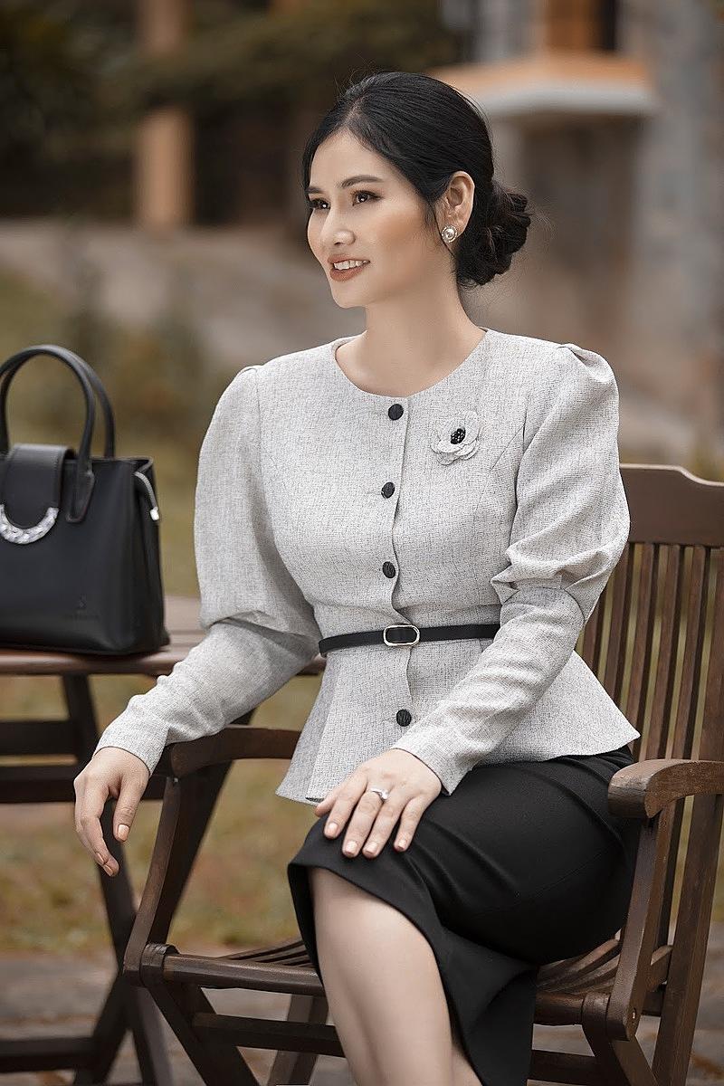 Bên cạnh các sản phẩm công sở quen thuộc, doanh nhân Hà Bùi còn ra mắt dòng limited Sohee by HaBui' do chính nữ CEO đảm nhận vai trò thiết kế.