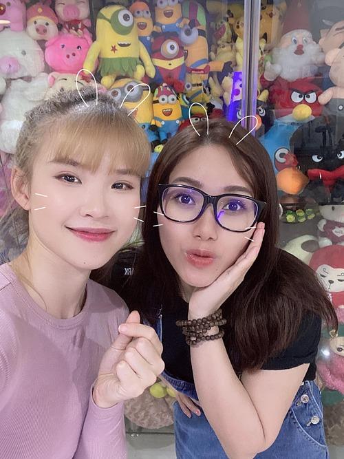 Ca sĩ Khởi My khoe ảnh hội ngộ Thùy Chi khiến fan háo hức mong hai giọng ca Bắc - Nam sẽ có màn kết hợp trong một sản phẩm sắp tới.