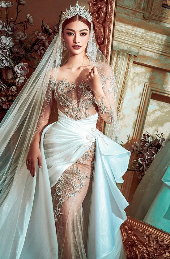 Kiều Loan thấy mình như một nữ hoàng xinh đẹp và quyền lực nhờ bộ cánh đính hoạ tiết cầu kỳ, tinh tế và chiếc vương miện lung linh trên đầu.