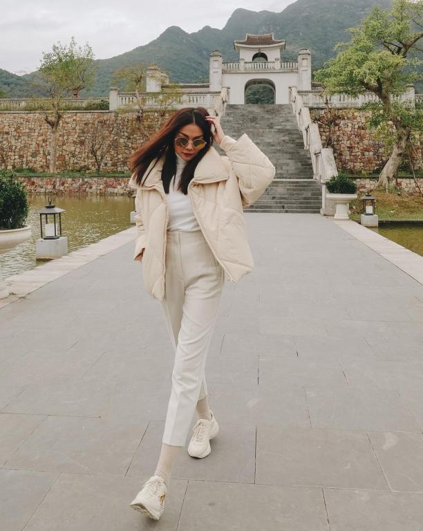 Yên Tử là điểm đến mà nhiều celeb check in trong tháng 12 do tham dự show thời trang của nhà thiết kế Adrian Anh Tuấn. Thanh Hằng đảm nhận vị trí vedette trong show. Chị đẹp cũng đã có những ngày nghỉ dưỡng trong tiết trời lạnh giá của mùa đông miền Bắc ngay tại khu resort này.