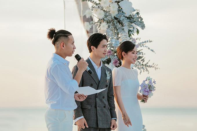 Ở tất cả các đám cưới, cô dâu Viên Minh đều chọn lựa váy tối giản vì yêu thích sự giản dị. Hiện tại, uyên ương vẫn đang tận hưởng cuộc sống vợ chồng son.